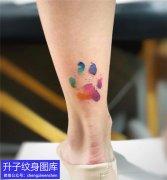 美女脚后跟彩色泼墨脚印纹身图案