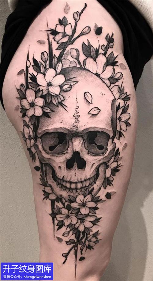 大腿外侧骷髅头纹身图案