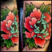 大腿彩色牡丹花纹身图案