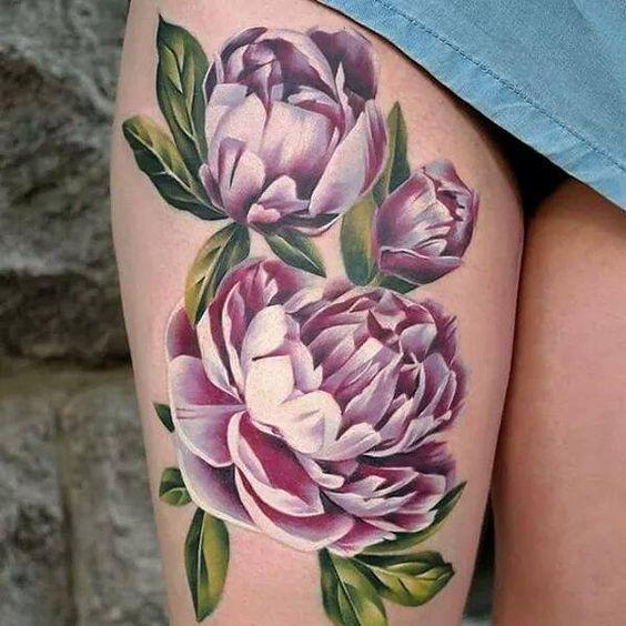 美女大腿外侧彩色写实牡丹花纹身图案