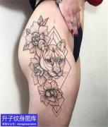 美女大腿外侧植物花与动物豹子纹身图案