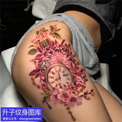 观音桥美女大腿彩色菊花与钟表纹身图案