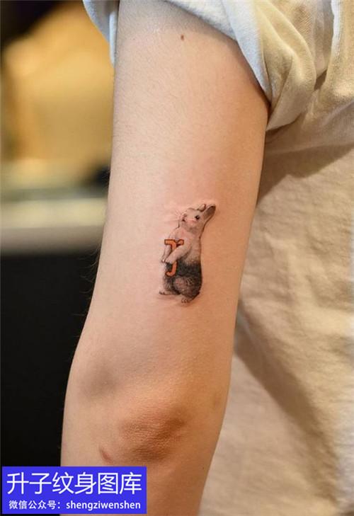 手臂外侧纹身图案