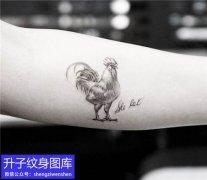 解放碑手臂内侧公鸡纹身图案