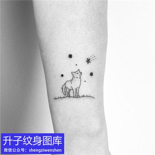 大坪手腕小狼狗纹身图案