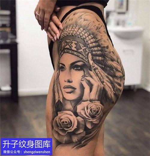 南坪美女大腿外侧印第安美女头像与玫瑰花纹身图案