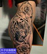 杨家坪美女大腿外侧老虎与玫瑰花纹身图案