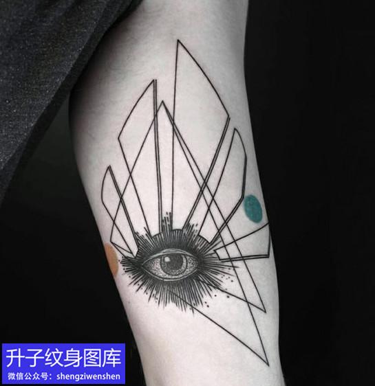手臂内侧几何图形与眼睛纹身图案