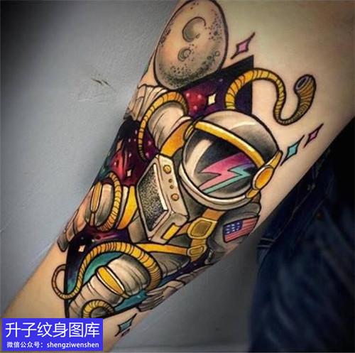 杨家坪手臂内侧彩色宇航员纹身图片