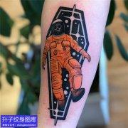 手臂内侧宇航员纹身图案