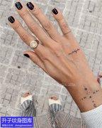 手指直线纹身图案