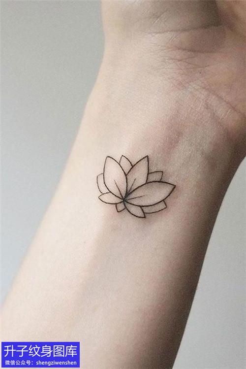 手腕莲花纹身图案