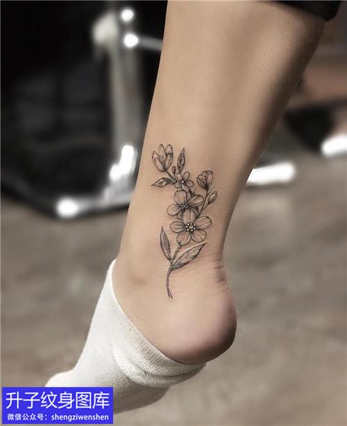 脚踝素花纹身图案