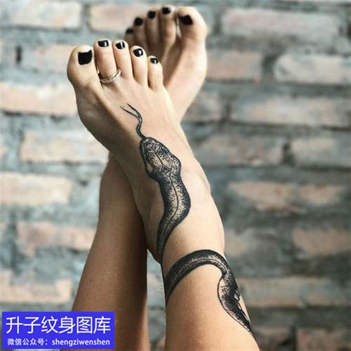脚踝蛇纹身图案分享