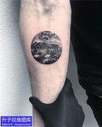 五里店手臂圆形风景纹身图案