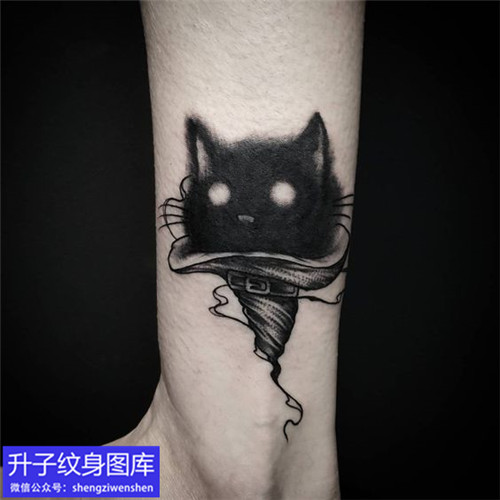 脚踝黑色猫咪纹身图案