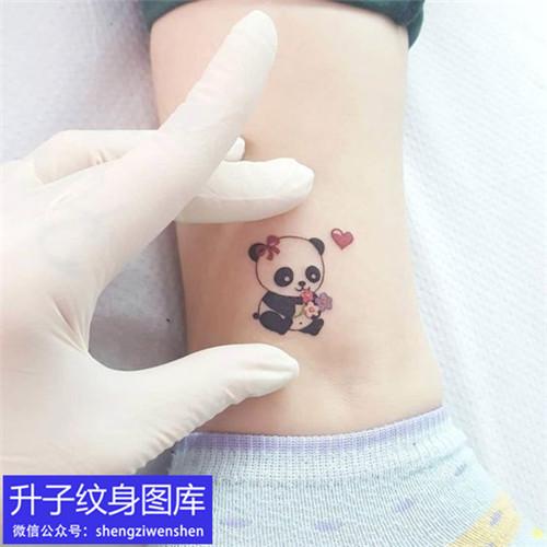 脚踝小熊猫纹身图案