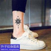 脚踝指南针纹身图案