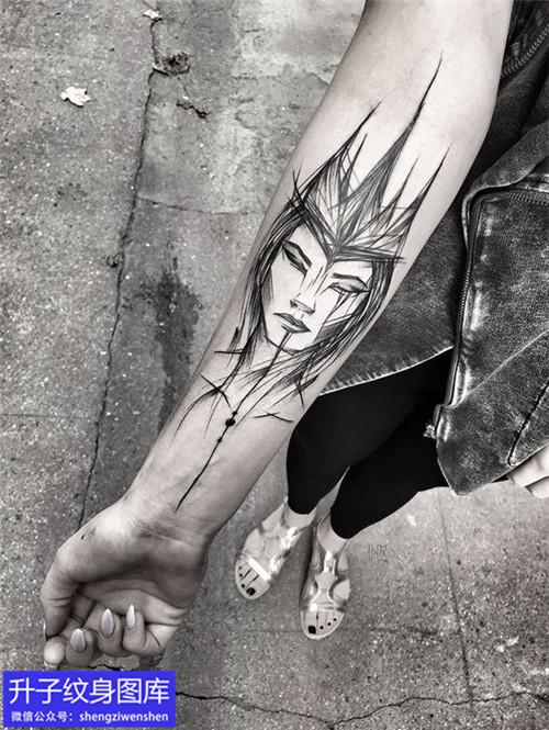 手臂内侧暗黑头像纹身图案