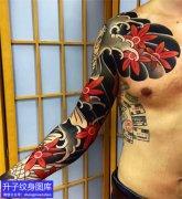 传统花臂水浪与枫叶纹身图案