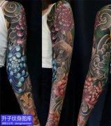 菊花与猫的花臂纹身图案