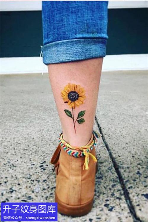 脚后跟向日葵纹身