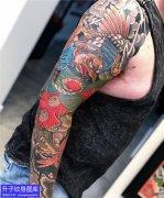 老传统彩色花臂纹身