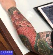 老传统彩色蛇花臂纹身