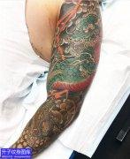 传统麒麟花臂纹身图案