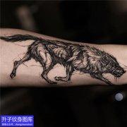 手臂内侧暗黑狼纹身图案大全