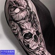 大臂外侧暗黑骷髅头纹身图案