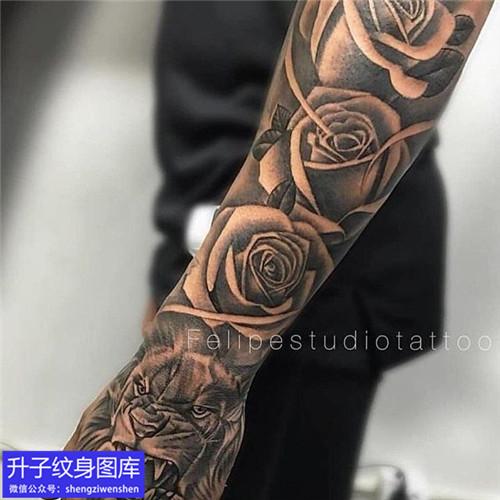 重庆刺青 手臂欧美写实玫瑰花纹身图案
