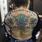 新传统后背彩色遮盖旧纹身唐狮纹身图案