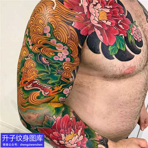 彩色传统唐狮牡丹花花臂纹身图案