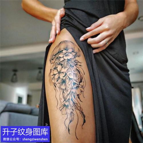 美女大腿外侧水母纹身图案