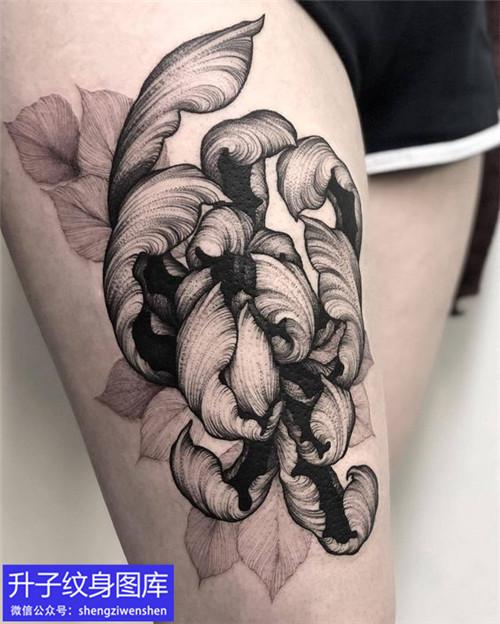 大腿外侧暗黑菊花纹身图案