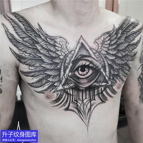 前胸上帝之眼和翅膀纹身图案