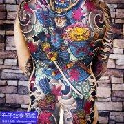 满背传统彩色武士纹身图案