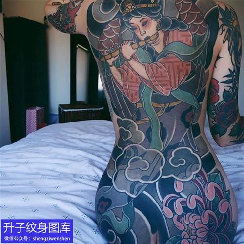 老传统彩色满背纹身图案