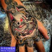 手背彩色狐妖面具纹身图案