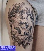 大腿外侧黑白暗黑狐狸纹身