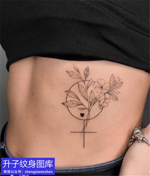 女性侧腰素花纹身图案