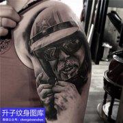 大臂外侧欧美写实黑灰肖像纹身图案