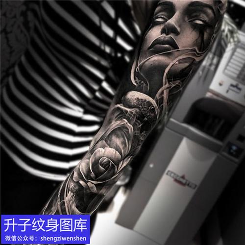 欧美黑灰写实肖像玫瑰花纹身图案
