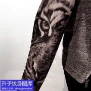 手臂写实老虎纹身图案